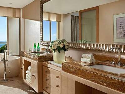Bathroom at the Earl Suite